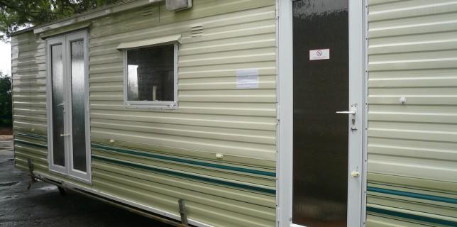 Casa mobile willerby 800 x 300 con tetto tondo e completa di veranda esterna